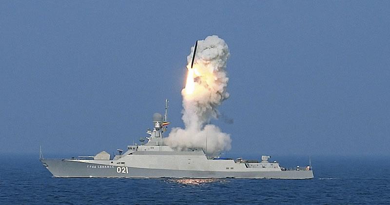 Пуск крылатых ракет «Калибр».