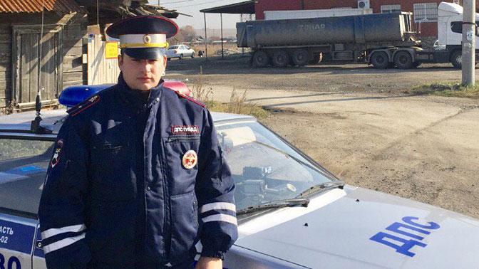 Под Екатеринбургом полицейский вынес изгорящего дома четырех детей